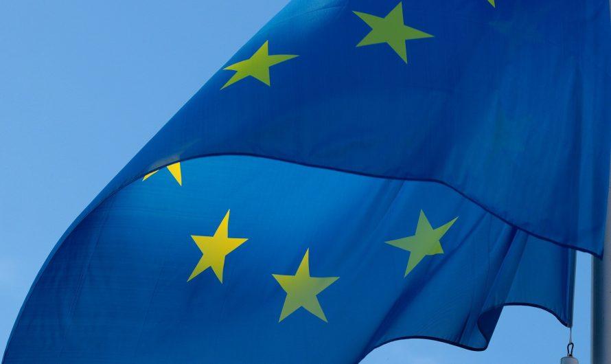 L'UE dit que Facebook et YouTube suppriment moins de discours de haine