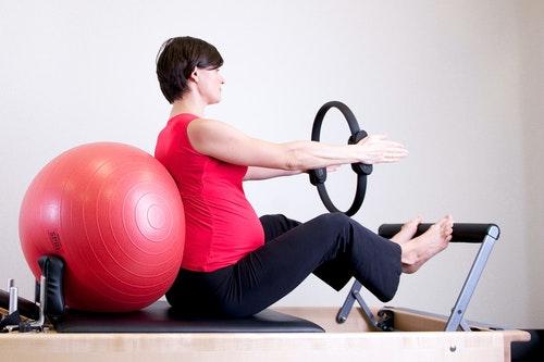 Pilates et maux de dos – Blessures courantes de Pilates à éviter