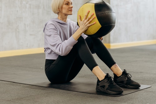 Entraînement avec ballon d'exercice de base